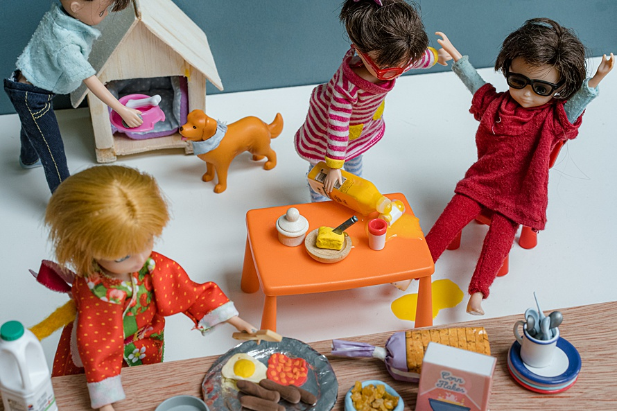 Doll family at breakfast time for Emma Collins Lottie Doll project